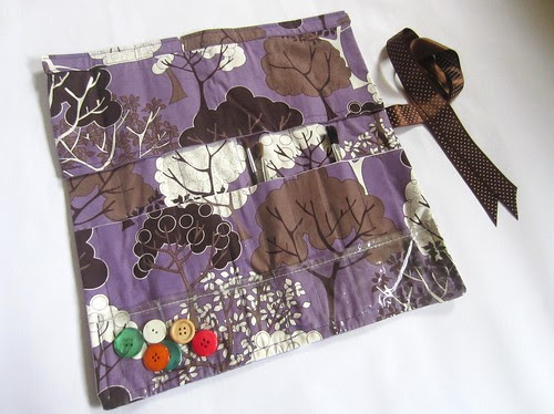 Hot Couturier needle roll