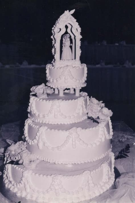 Old School wedding cake, one of my favs perfect in black