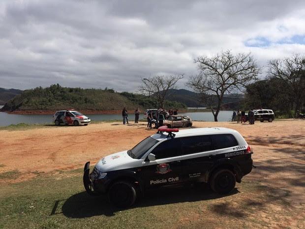 Corpo carbonizado é encontrado dentro de carro em São José dos Campos (Foto: Divulgação/DIG)
