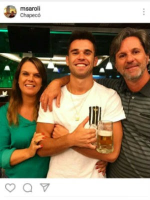 Matheus e os pais (Foto: Reprodução/Instagram)