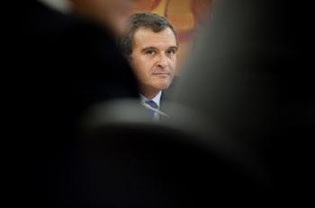 Relvas admitiu que Silva Carvalho lhe enviou SMS com nomes de funcionários que deveriam ser promovidos
