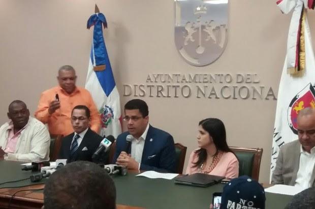 """Alcalde DN dice """"intereses oscuros"""" se oponen a recogida de basura de noche"""