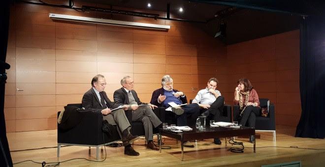 Evento de Economistas Frente a la Crisis donde políticos, sindicatos y directores de medios de comunicación debaten sobre economía. A.I