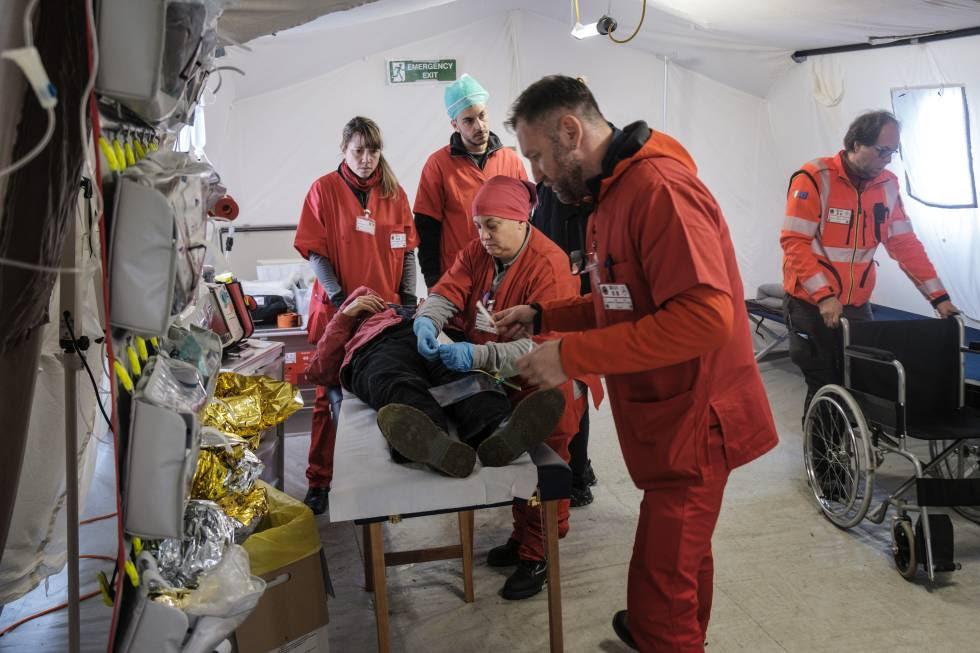 Quirófano del equipo de emergencia italiano.