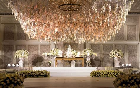 The opulent flower chandelier at Palazzo Versace Dubai #