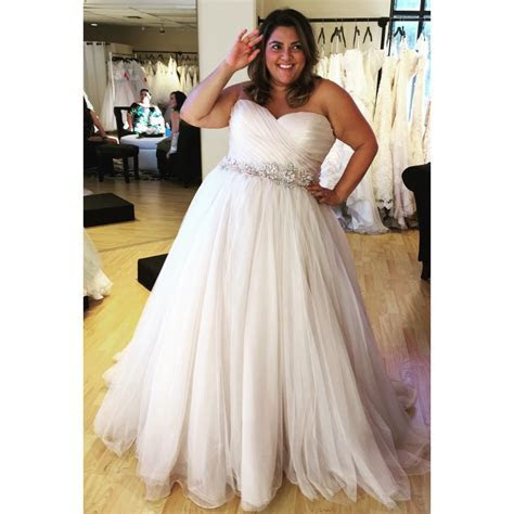 {Bridal Blogger} Wedding Dress Shopping for Plus Size