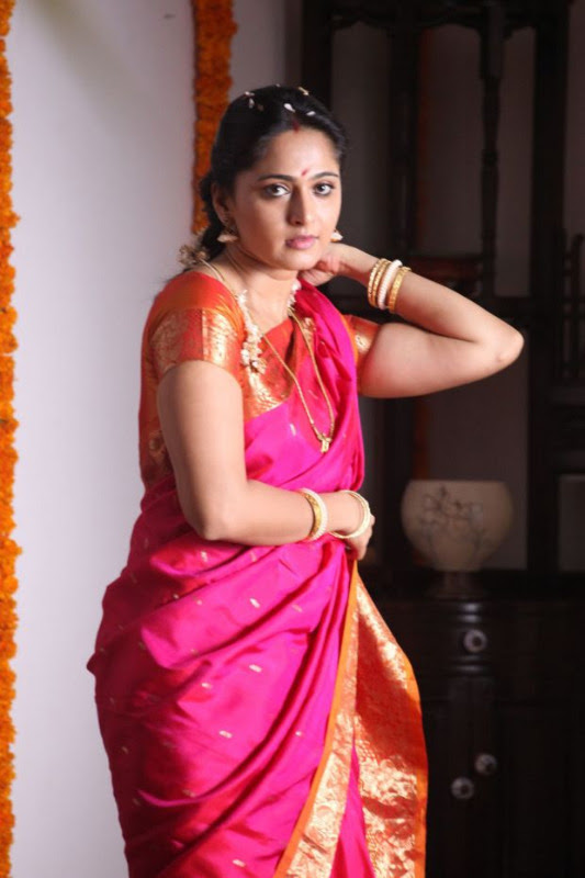 anushka hot photos in siva thandavam 01 Anushka Hot Photos in Siva Thandavam