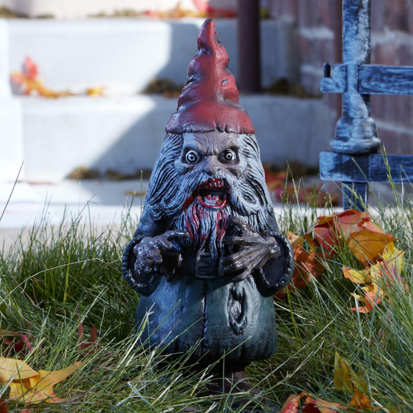 Gnome In Garden: Beautiful Modern Home