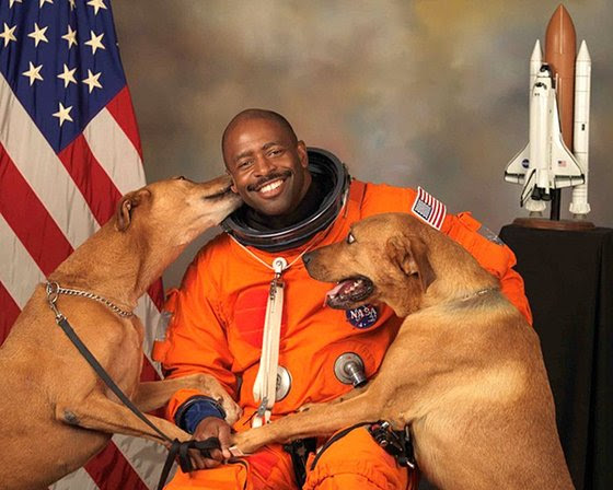 Feb15-1964_NASA-astronaut-Leland-D-Melvin-with-his-dogs-Jake-and-Scout-thumb-560x448