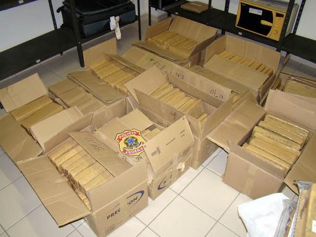 Droga estava dentro de caixas de papelão lacradas (Foto: Divulgação/Polícia Federal)