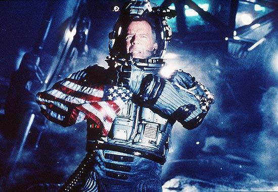 """O ator Bruce Willis em cena do filme """"Armageddon"""""""