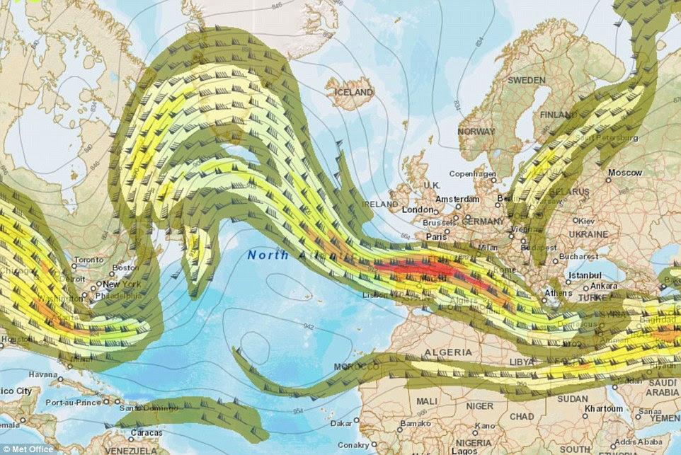 Le Met Office a déclaré que le courant-jet (photo comme zones de vert et rouge) qui contrôle une grande partie de notre temps se déplace vers le sud du Royaume-Uni le mercredi, suçant l'air glacial bas du pôle arctique et du Nord