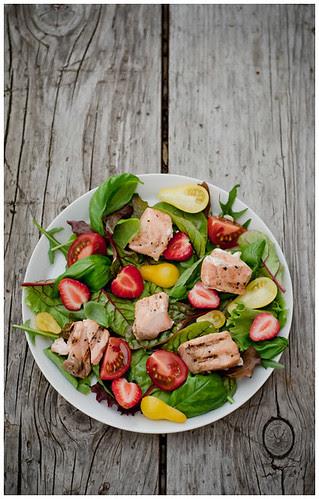 Simple summer salad with grilled salmon by Tassike.ee - Marju Randmer