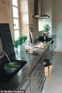 Workplan and stone sink Tavel