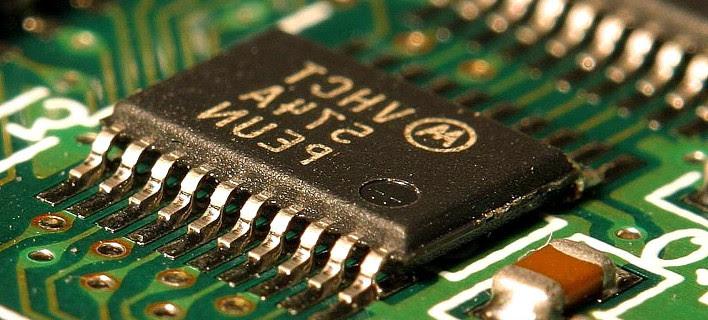 Πανεπιστήμιο Κρήτης και Κέμπριτζ καινοτομούν: Εφτιαξαν συσκευή που κάνει ακόμα πιο γρήγορα τα τσιπάκια