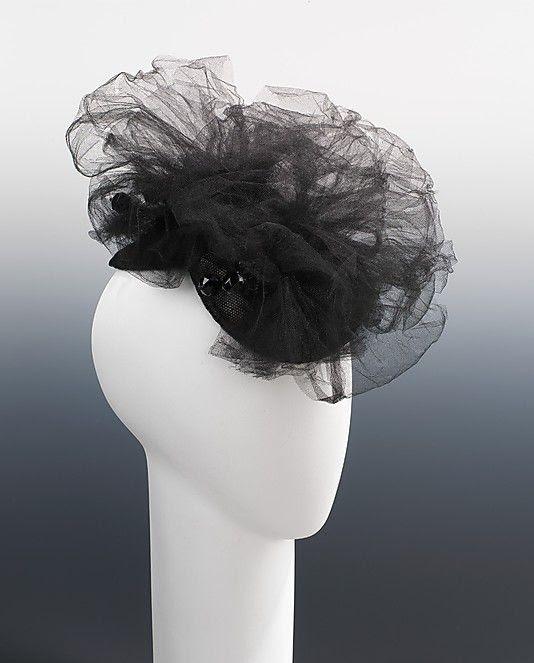 Schiaparelli evening hat, 1940