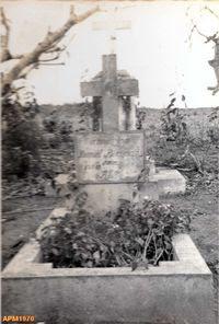 Nangololo_sepulturapadre