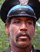 Smith nel ruolo dell'agente Hightower nella serie «Scuola di polizia»