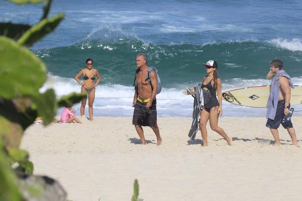 Kadu Moliterno na praia (Foto: Delson Silva / AgNews)