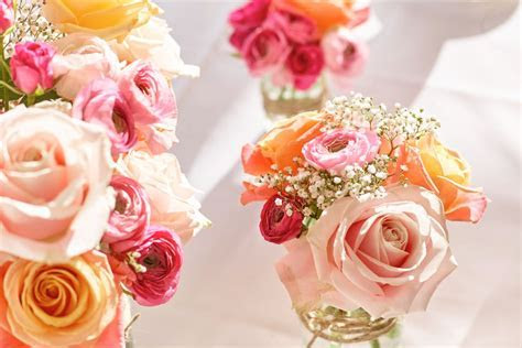 Top Tips for Wedding Flowers On A Budget   Interflora
