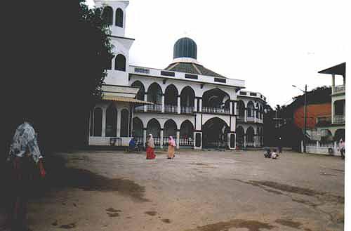 masjidpmelaka.jpg (36878 bytes)