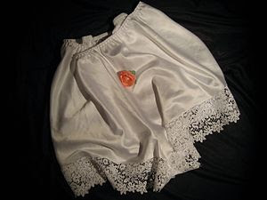 English: White french knickers with lace