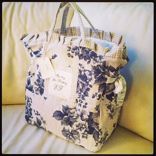 I love it:) My new knitting bag has arrived:) so happy:) La adoro:) È appena arrivata la mia nuova borsa per la maglia:) così felice:) @ifilidirossella crea pura magia:)