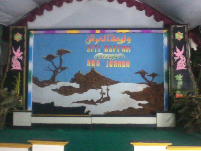 Dekorasi panggung dari kain batik