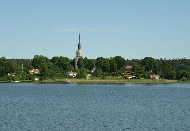 Ekerö kyrka och Asknäs herrgård.