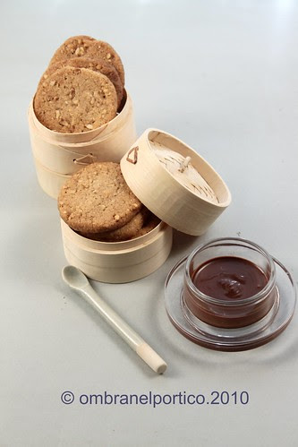 Biscotti baci-di-dama e crema gianduja
