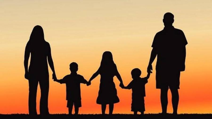 Στα σχολεία της Γαλλίας αντικαθιστούν «μητέρα» και «πατέρα» με «γονέα 1» και «γονέα 2»