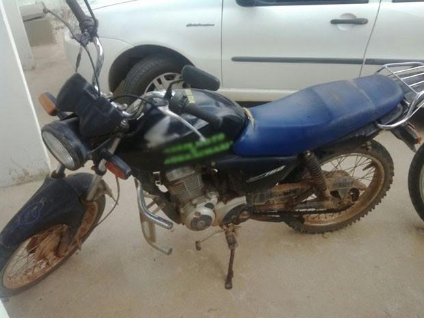 Uma moto estava entre os materiais apreendidos na Operação Charada, na Paraíba (Foto: Silvia Torres/ TV Cabo Branco)