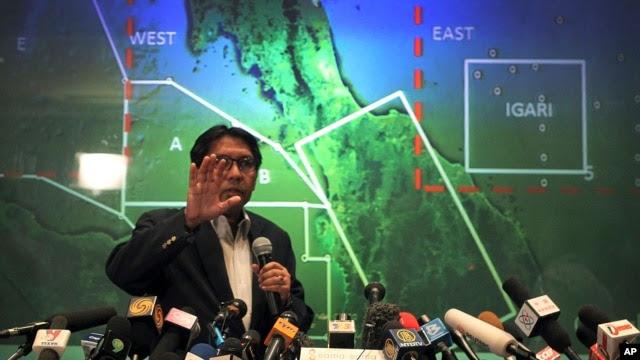 马来西亚民航部长在3月10日的记者会上向记者介绍搜寻情况