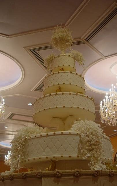 Chic royal wedding cake photos.PNG (3 comments)