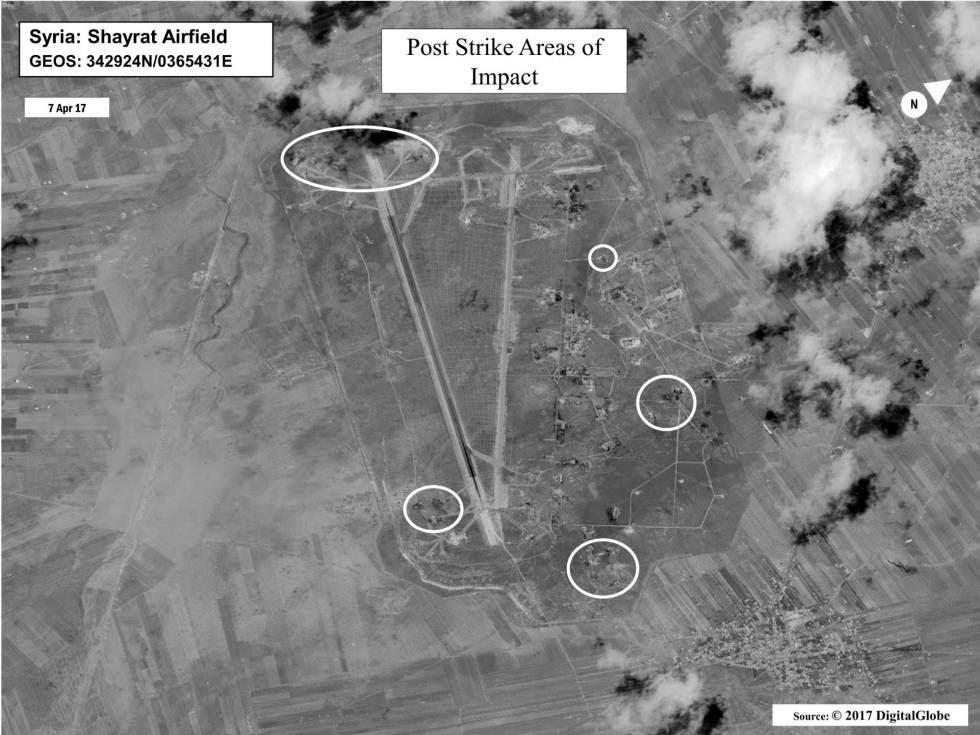 La imagen, facilitada por la Oficina de la Secretaría de Defensa (OSD), muestra una evaluación de los daños tras el bombardeo estadounidenses en el campo de aviación de Shayrat, en Siria.