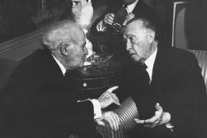 <br /> 1960: Israels Premierminister David Ben-Gurion mit Bundeskanzler Konrad Adenauer bei informellen Gesprächen in New York<br />