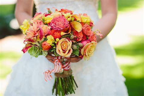 Bright Wedding Bouquets   SnapKnot