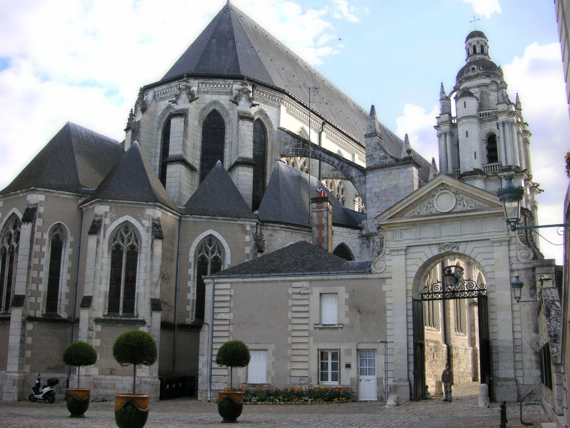http://upload.wikimedia.org/wikipedia/commons/e/ef/France_Blois_Cathedral_east_end_a.JPG?uselang=fr