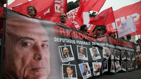 El sector de los trabajadores ha realizado una serie de protestas y manifestaciones, exigiendo la renuncia del presidente Temer. Foto: Reuters