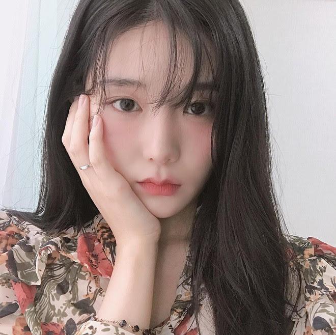 """Vừa làm thon mặt lại khiến da hồng hào, đây chính là 3 động tác massage """"tuyệt kỹ"""" của con gái Hàn Quốc - Ảnh 1."""