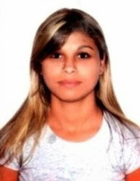 A jovem foi morta a facadas, dentro de casa