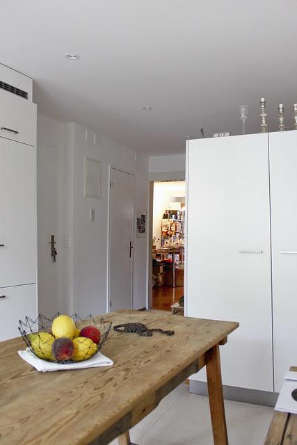 Küchentisch mit Blick ins Arbeitszimmer