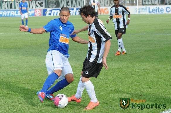 Lance da partida entre Atlético e Cruzeiro, na Arena do Jacaré - Jorge Gontijo/EM/D.A Press