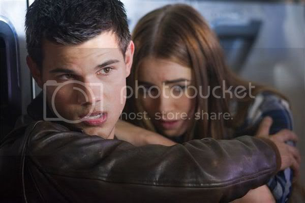 Taylor and Lily Hide in Abduction Still