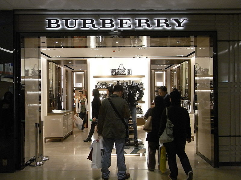 File:HK TST Sogo shop Burberry night visitors.JPG
