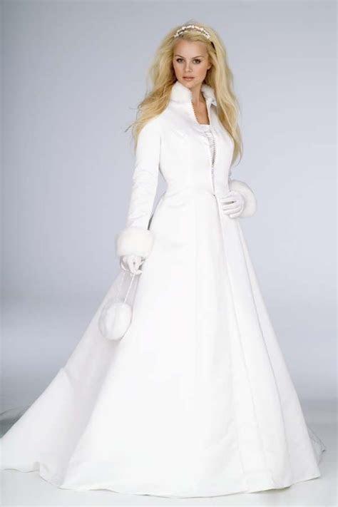 Best 20  Winter Wedding Coat ideas on Pinterest   Wedding