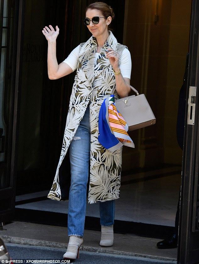 Uma mulher do povo, com suas datas finais Paris iminente, Celine Dion fez com que seus fãs devotos e adoradores na Cidade da Luz eram sua principal prioridade quando ela saiu hotel dela na quinta-feira