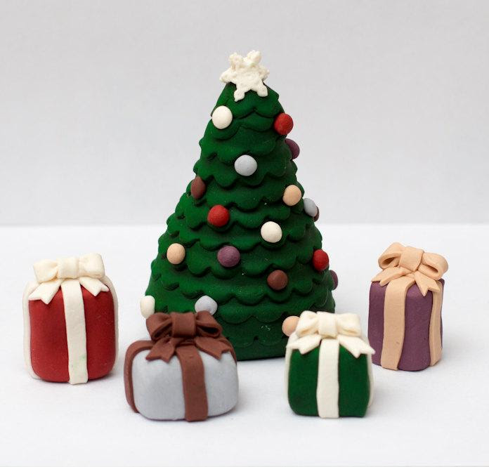 Dekor Fondant Christmas Tree With Presents 2423830 Weddbook