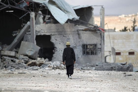 Una zona en la ciudad de Babila (sur de Siria) bombardeada, según testigos, por aviones rusos.