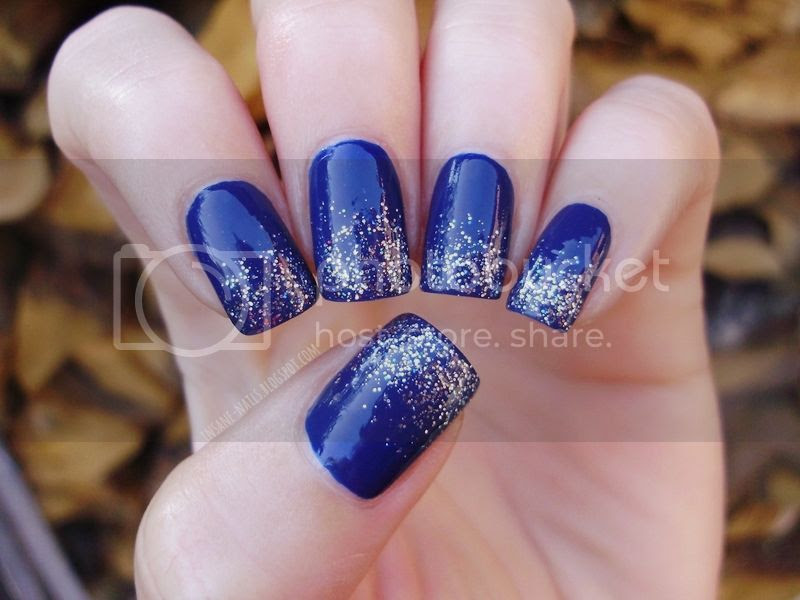 photo blue-glitter-nails-1_zps1611c52e.jpg